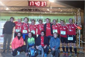 Los dos equipos Red Runners en meta con todos los integrantes de apoyo.